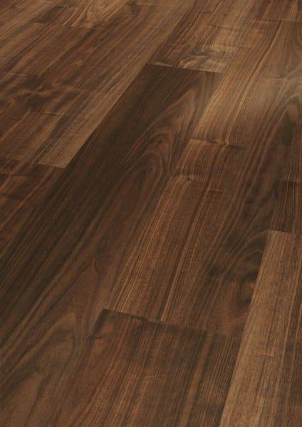 Nussbaum LHD Holzstruktur - Parador Laminat Basic 200