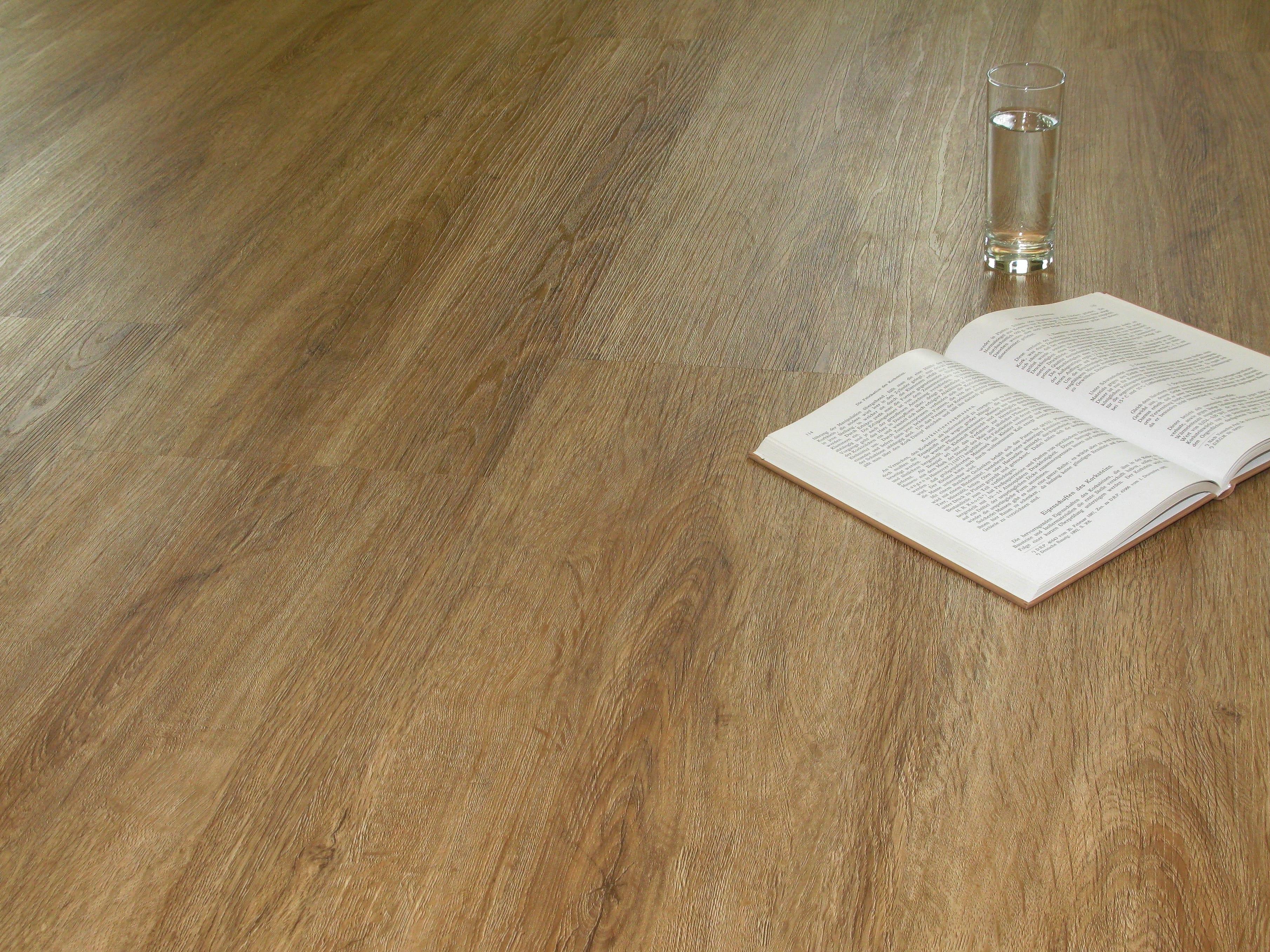 eiche rustikal eiche holzoptik dekor vinylboden kleben vinylboden raumtrend hinze. Black Bedroom Furniture Sets. Home Design Ideas