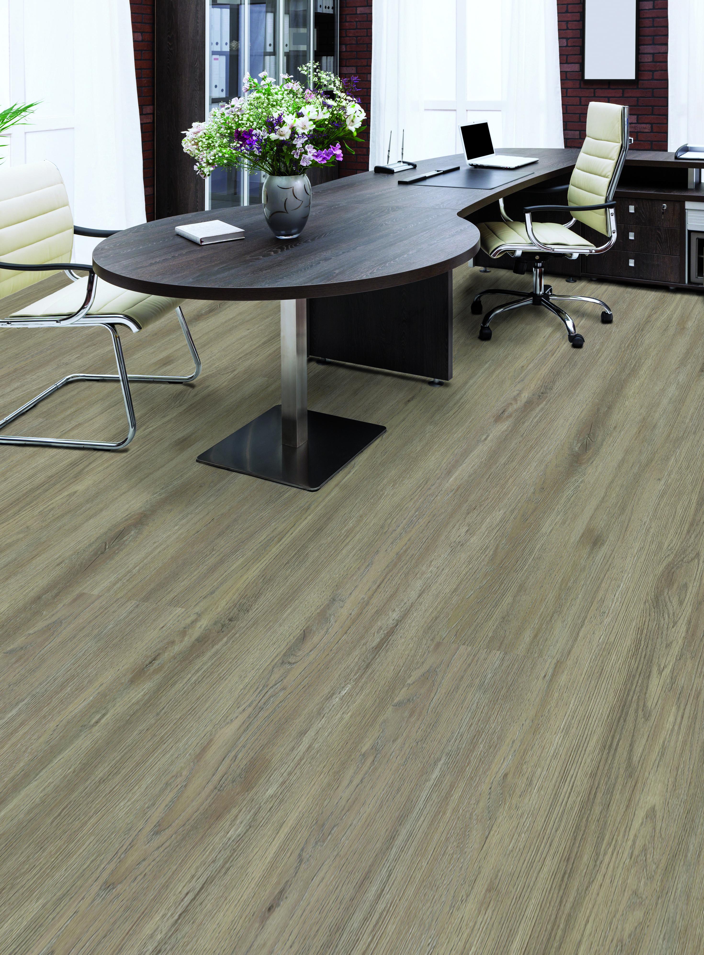 esche holzoptik dekor vinylboden kleben vinylboden raumtrend hinze. Black Bedroom Furniture Sets. Home Design Ideas
